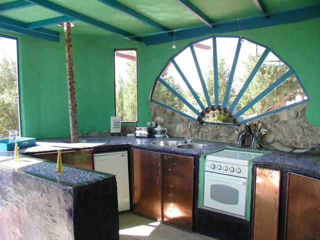 Casa do Theatro - Quinta da Arte the colourful kitchen in different blue tones in a separate house - Casa do Theatro,colourful and artistic house for living  with art and nature near the sea 2-4 persons - Tavira - rentals
