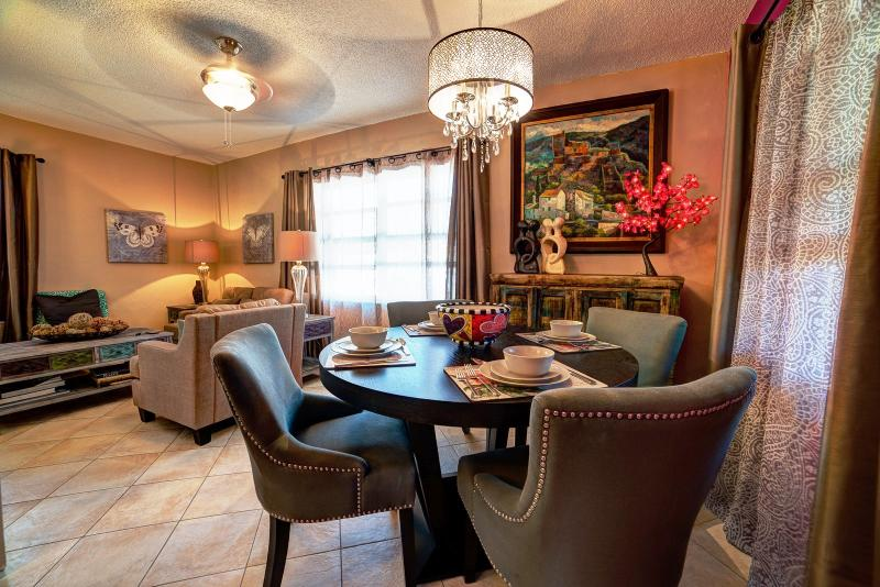 Dining and living areas. - Palm Cottage. Summer Special $150 off a weeks stay - Fort Lauderdale - rentals