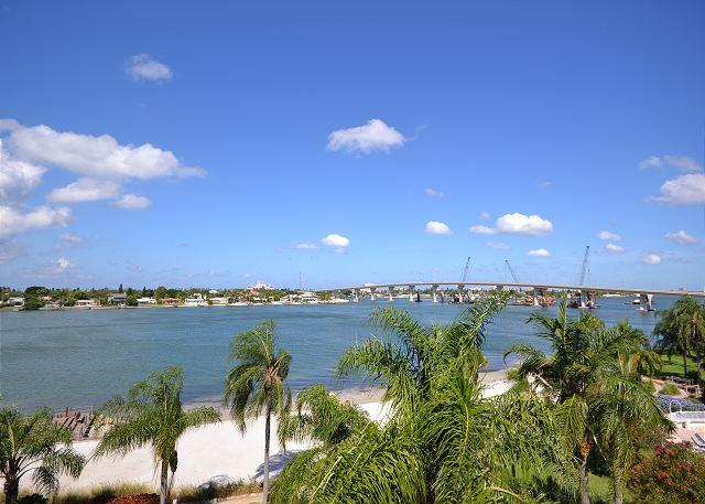 Isla Del Sol - Bahia Vista 13-556 Top floor, corner condo with wide Bay view! - Image 1 - Tierra Verde - rentals