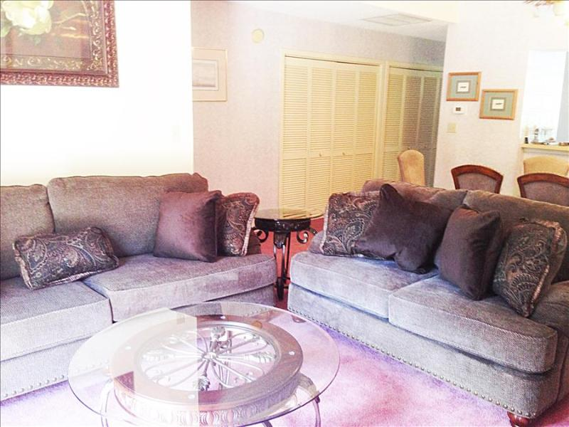 Lovely West Hyde Park 3 Bedroom Villa with Pool in Myrtle Beach - Image 1 - Myrtle Beach - rentals
