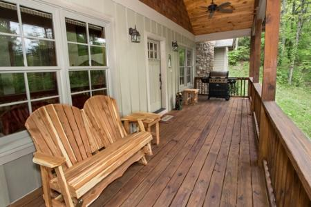 Relaxing front porch with BBQ Grill - Dancing Bear - Sapphire - rentals