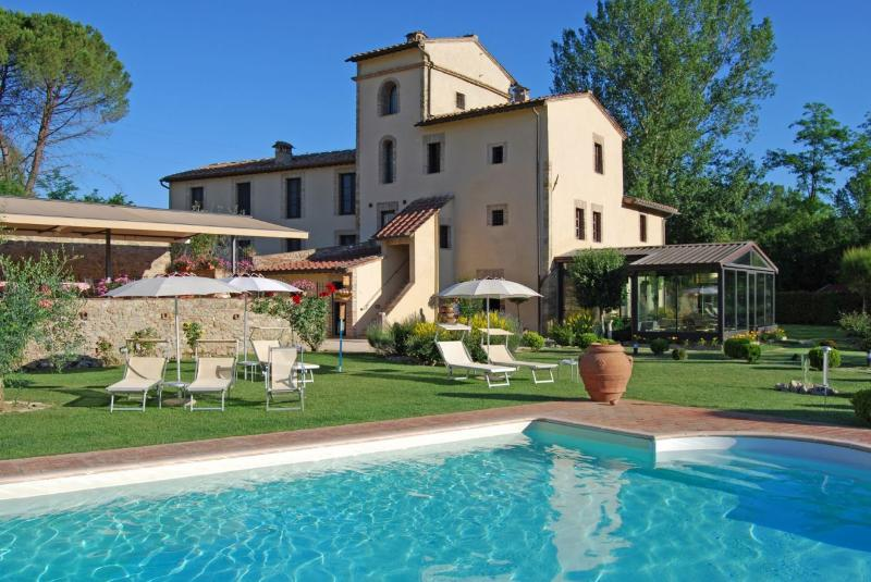 Charming Bed and Breakfast in Tuscan Countryside - Image 1 - San Gimignano - rentals
