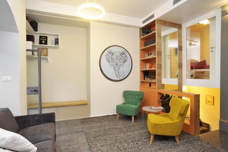 Wooden stairs to the upper bedroom, library and sitting area - Jerusalem Center Boutique Apartment with Garden - Jerusalem - rentals