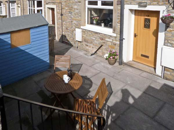 SWEEPS COTTAGE, family-friendly, central location in Skipton Ref. 18034 - Image 1 - Skipton - rentals
