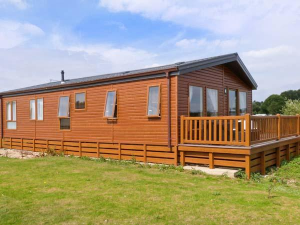 1 LAZY SWAN, detached, timber-rolled holiday lodge, private hot tub, on-site facilities, in Tattershall, Ref 22199 - Image 1 - Tattershall - rentals