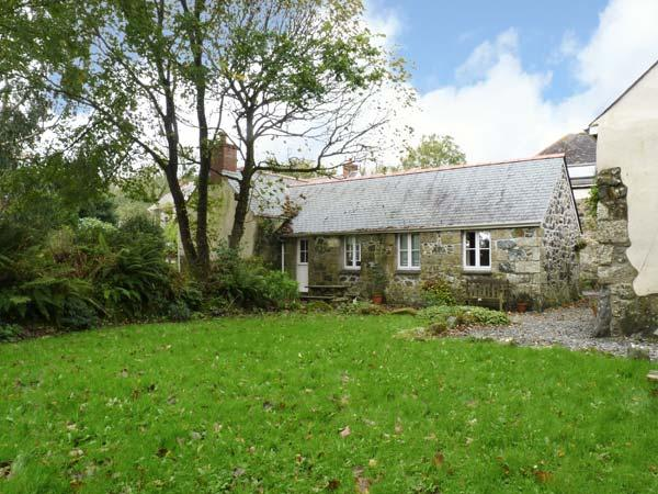 SWALLOWS, barn conversion, rural location, all ground floor, off road parking, garden, in Helston, Ref 26701 - Image 1 - Helston - rentals