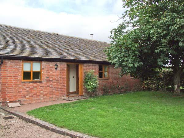 DOVE COTTAGE, charming detached ground floor property, private enclosed garden, en-suite facilities, near Drakes Broughton and Pershore, Ref 28637 - Image 1 - Drakes Broughton - rentals