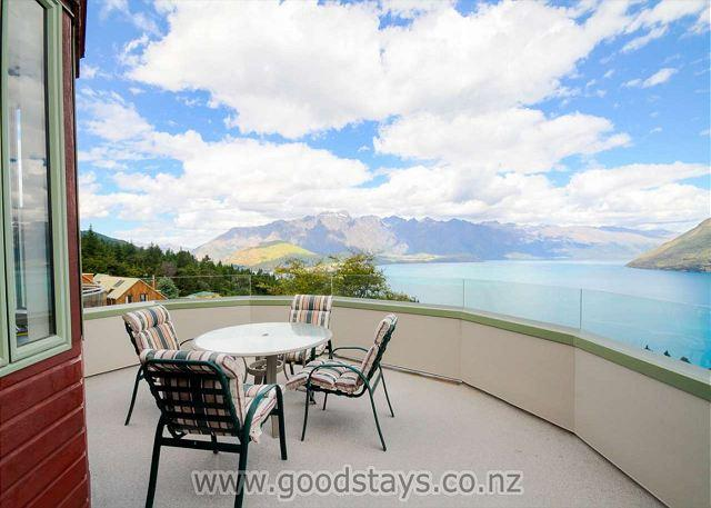 Spacious alpine home with spectacular vistas, close to downtown! - Image 1 - Queenstown - rentals