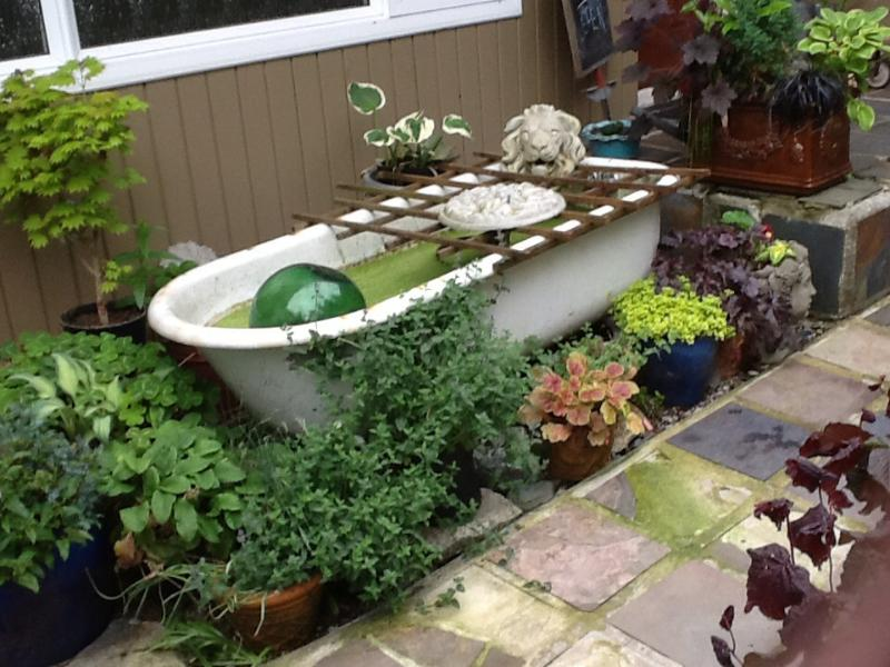 outdoor bath anyone? - North Shore Bachelor at the nursery - North Vancouver - rentals