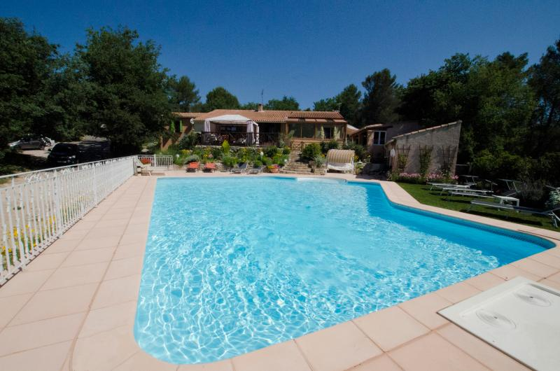 villa and heated pool - Aix-en-Provence,vacation property heated pooll - Greasque - rentals