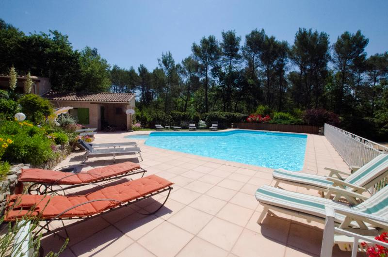 Swimming pool and pool house - Aix-en-Provence,vacation property heated pooll - Greasque - rentals