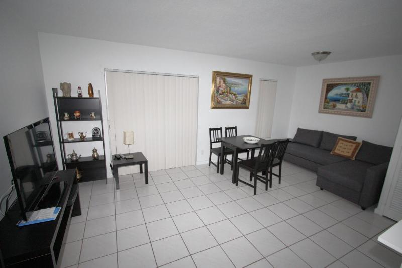 Beautiful apartment - Beach & Shops - Image 1 - Sunny Isles Beach - rentals