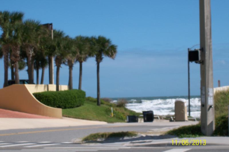 15 STEPS TO BEACH ACESS - Seaview Remodeled Beach House Steps To Ocean 2/1 - Daytona Beach - rentals