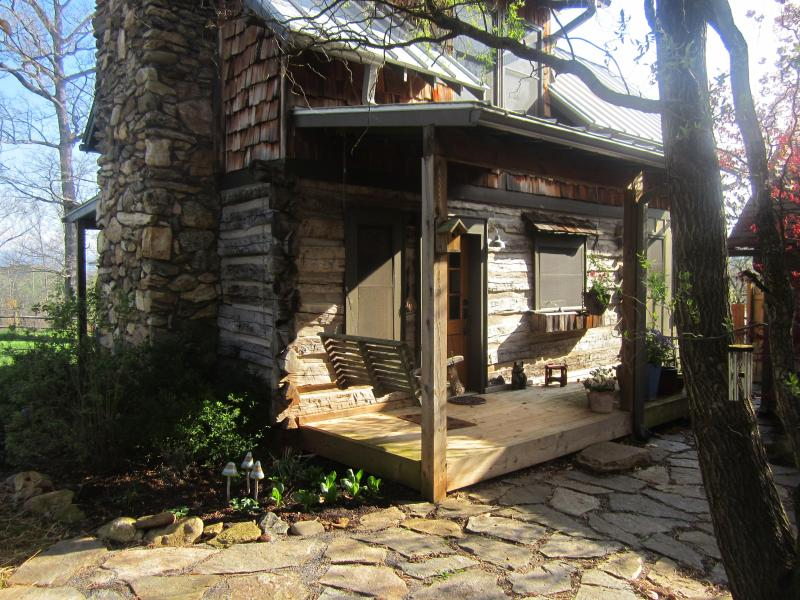 Front of Staley's Respite Cabin - Cozy backyard oak log cabin, great sunsets. - Weaverville - rentals