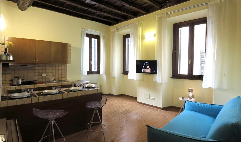 Living Room with fully equipped open plan kitchen - Trevi Fountain - Renovated Fabulous Apartment - Rome - rentals