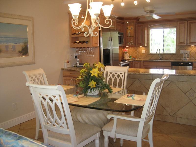 Dining Room (seats 6) - Sanibel Island - Beautiful Direct Gulf-Front Condo - Sanibel Island - rentals