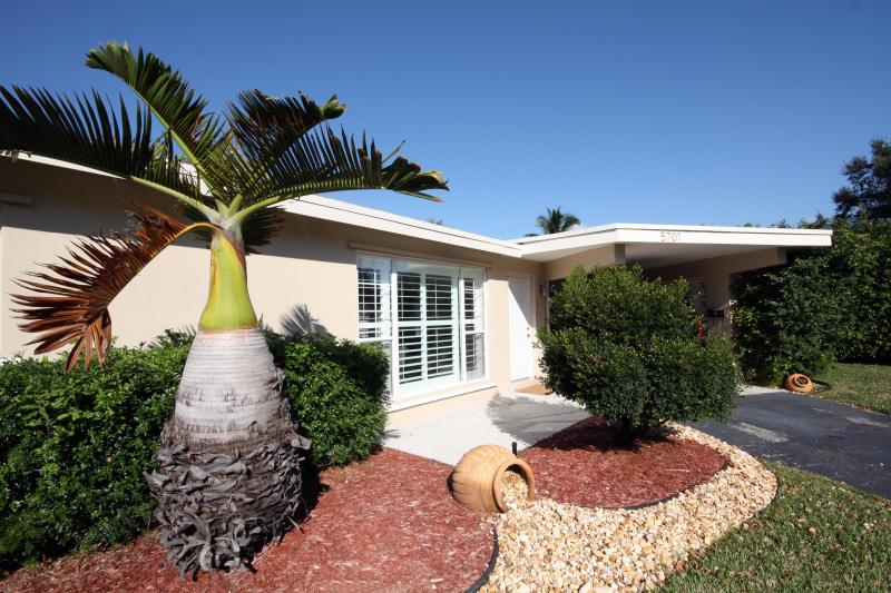 our house - MODERN INTERIOR - CLOSE TO BEACH - NEW RENOVATED- - Fort Lauderdale - rentals