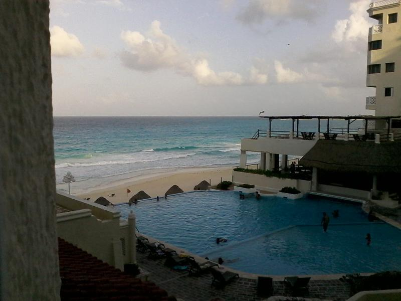 from the window - Ocean front furnished Studio in Cancun Hotel Zone - Cancun - rentals