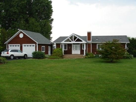 This beautiful 3 Bedroom 3 Bath hill side ranch offers unmatched views of Lake Champlain and Kellogg Island in Keeler's Bay. - Image 1 - South Hero - rentals