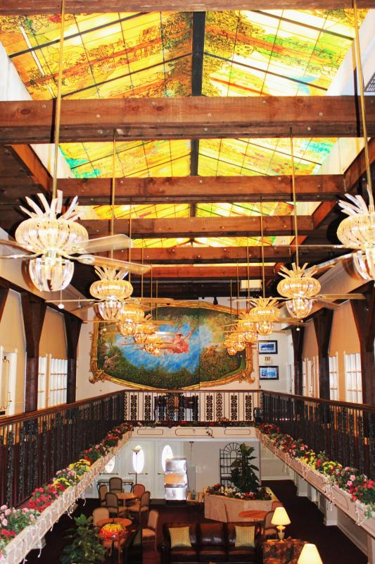 ATRIUM in PHASE I - Wonderful Location In The Warehouse District! - New Orleans - rentals