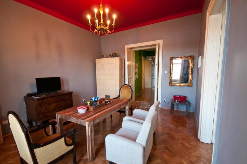 Enjoy a living / dining room which features an eclectic mix of furnishing from different eras - 50 metres from the River Danube - Panoramic view - Budapest - rentals