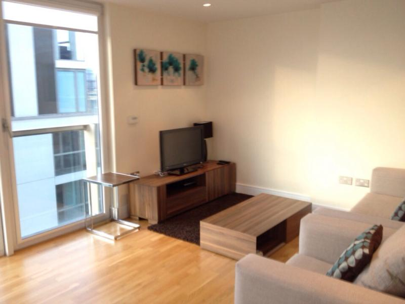 Living room - One Bedroom Apartment at Canary Wharf - London - rentals