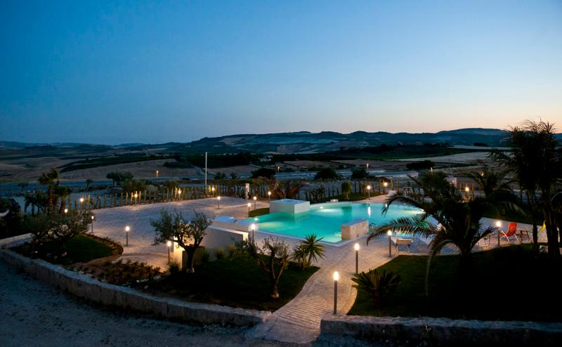 The lights and the pool - VILLA VALLE DEI TEMPLI: luxury villa surrounded by nature, pool with hydromassage - Naro - rentals