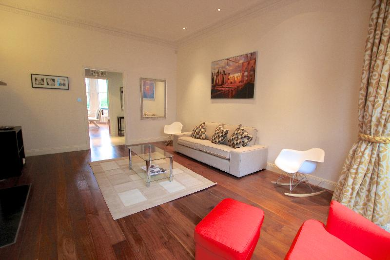 Bright living room - Kensington Luxury Apartment with Garden - London - rentals