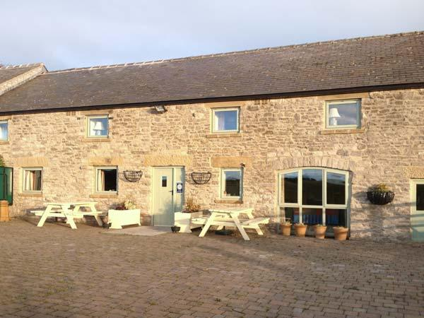 THE PARLOUR, family friendly, character holiday cottage, with a garden in Tideswell Moor, Ref 29546 - Image 1 - Tideswell - rentals