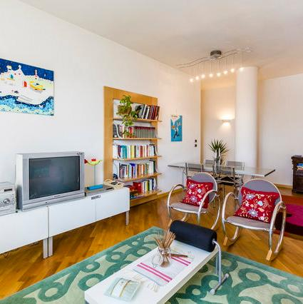 Spacious living room seats up to 6 people comfortably - Beautiful and Modern Apt short walk from center - Bologna - rentals