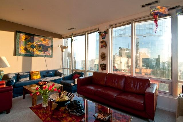 Living Room - Very Large Family Friendly 3 Bed/2Bath Penthouse Heart of the City Sleeps 6 - Vancouver - rentals