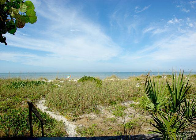 Beautiful Coastline - Gulf Front Private Home. Pets Welcome! 2 Bedroom, 1 Bath-Sleeps 6 - Indian Rocks Beach - rentals