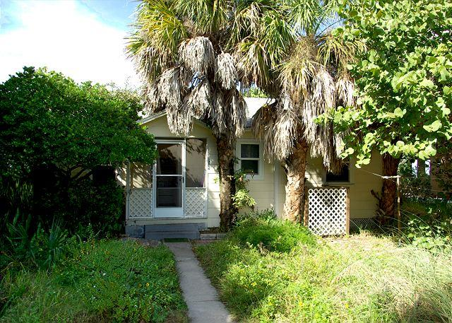 Exterior front of house - Gulf Front Private Home. Pets Welcome! 2 Bedroom, 1 Bath-Sleeps 6 - Indian Rocks Beach - rentals