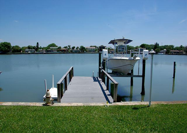 Private Dock with boat davit and spectacular water view - Great Intracoastal Family Home with  the Dog!  30 day minimum. - Indian Rocks Beach - rentals