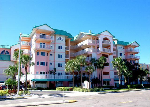 Exterior front of building - Top Floor Gulf Front Condo with a great Beach Front Swimming pool - Indian Shores - rentals