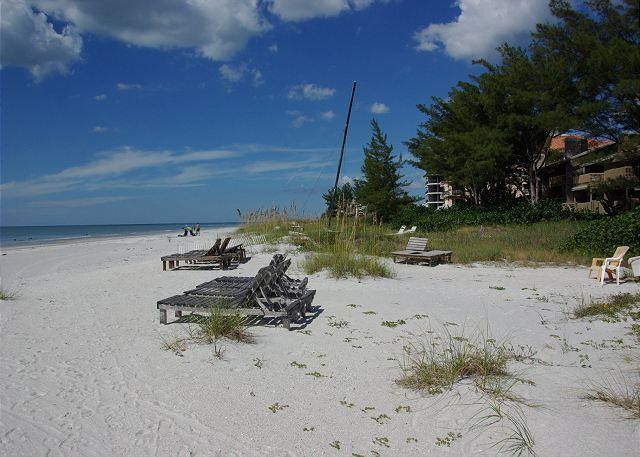 Endless Beach and Views - Newly Renovated! 3 Bedroom, 2 Bath-Sleeps 8 - Indian Shores - rentals