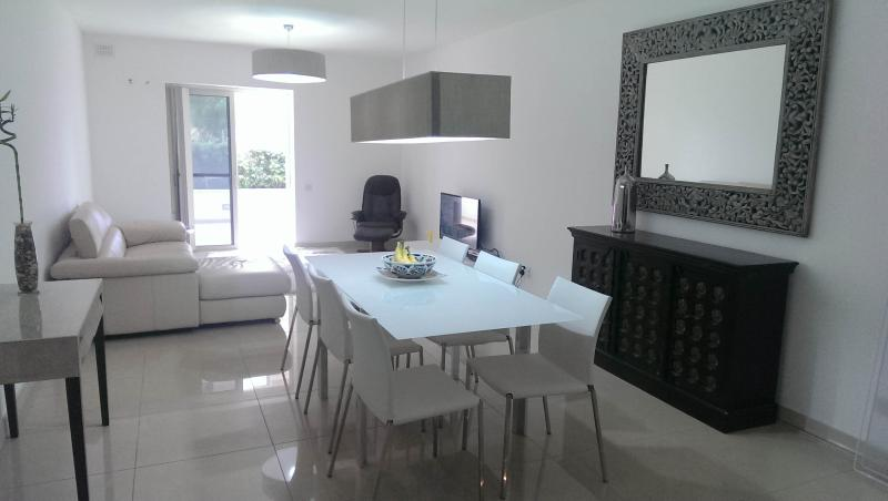 luxuries, central ,sleeps 4 - Image 1 - Sliema - rentals