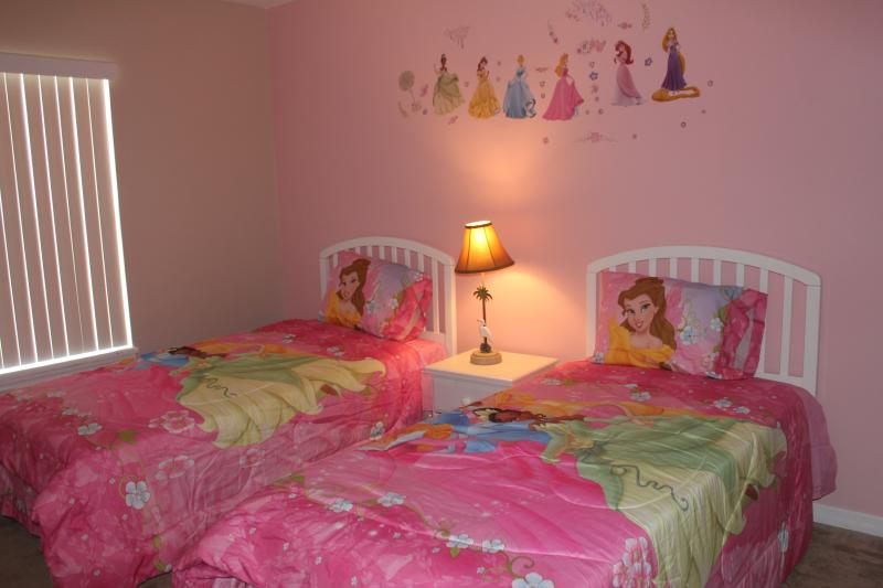 Upstair girls' room with two twin beds - Gated, Lakefront, 4Br/3Ba, 5miToDisney, Free WiFi/Cable - Kissimmee - rentals