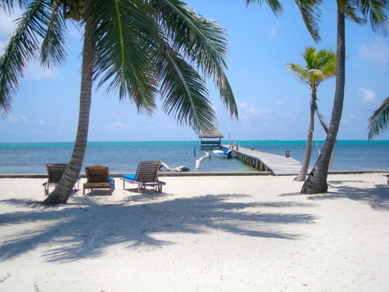 Imagine your honeymoon here! - Adorable 1 bedroom condo on private beach! -A3 - San Pedro - rentals