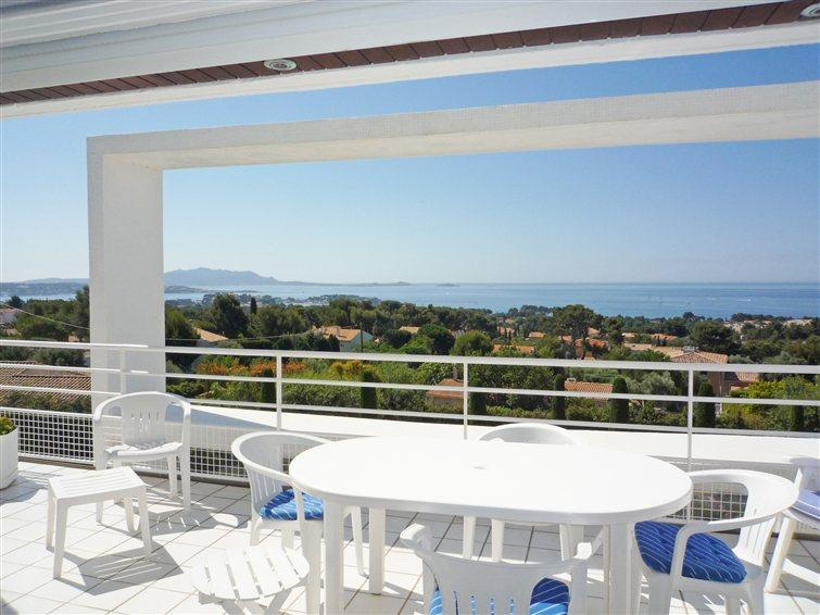 Beautiful 2 Bedroom Flat with WiFi and Terrace, Ba - Image 1 - Bandol - rentals
