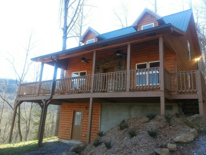 LUXURY LOG CABIN - GORGEOUS VIEWS, HUGE HOT TUB, WIFI, FIRE PIT & GAME ROOM! - Image 1 - Sylva - rentals