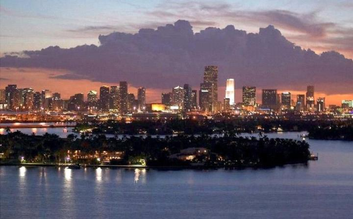 9999618 Mondrian Studio with Amazing Bayview - Image 1 - Miami Beach - rentals