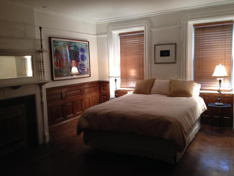 Front Room Bedroom - Private Apartment in Landmarked Neighborhood - Brooklyn - rentals