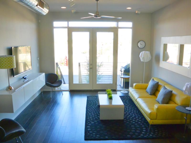 The modern and spacious living room; perfect for entertaining or just relaxing - Beautiful Loft-style Home in Downtown Phoenix - Phoenix - rentals