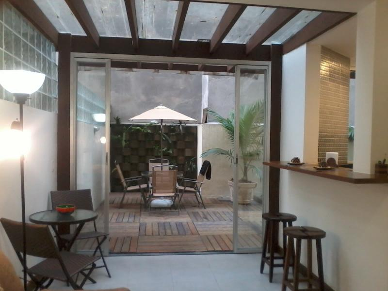 Living room with a view of the patio. Full kitchen at right. - COPACABANA. 50mBEACH. PRIVATE YARD. GREAT SPOT - Rio de Janeiro - rentals