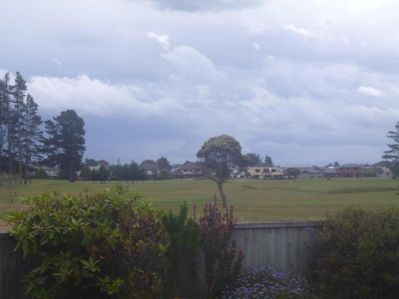 Sunny 2 Bedroom Apartment-overlooking golf course - Image 1 - Christchurch - rentals