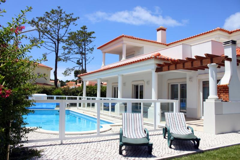 Villa in Praia D'El Rey with 4 bedrooms only 1 km from the beach - Image 1 - Costa de Lisboa - rentals