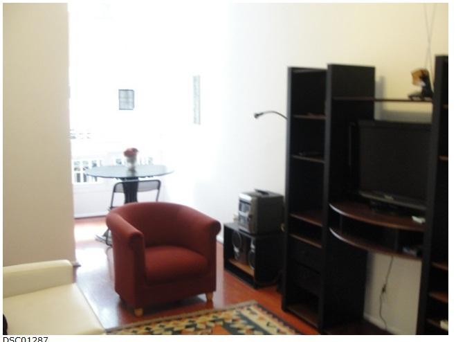 Sala com mini varanda - Chamoso apartamento no coração do Leblon há 02 quadras da praia. - Itanhanga - rentals