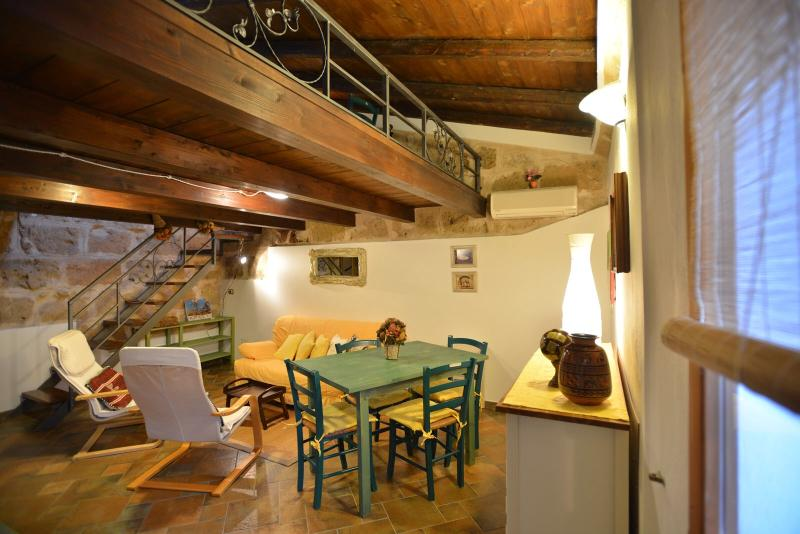 sitting room with tv,air conditioning - Great location in Old Town closewalk to sea, Alghero - Alghero - rentals