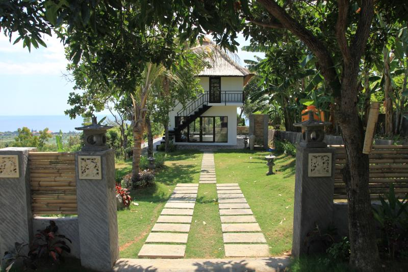 Entrance Jambu house - Jambu house: peaceful and idyllic setting with stunning views over the sea and the rice fields! - Lovina - rentals